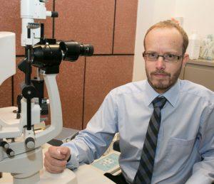 """ד""""ר דניאל רפפורט: רופא עיניים מומחה"""